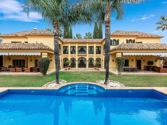 Immaculate villa in Guadalmina Baja