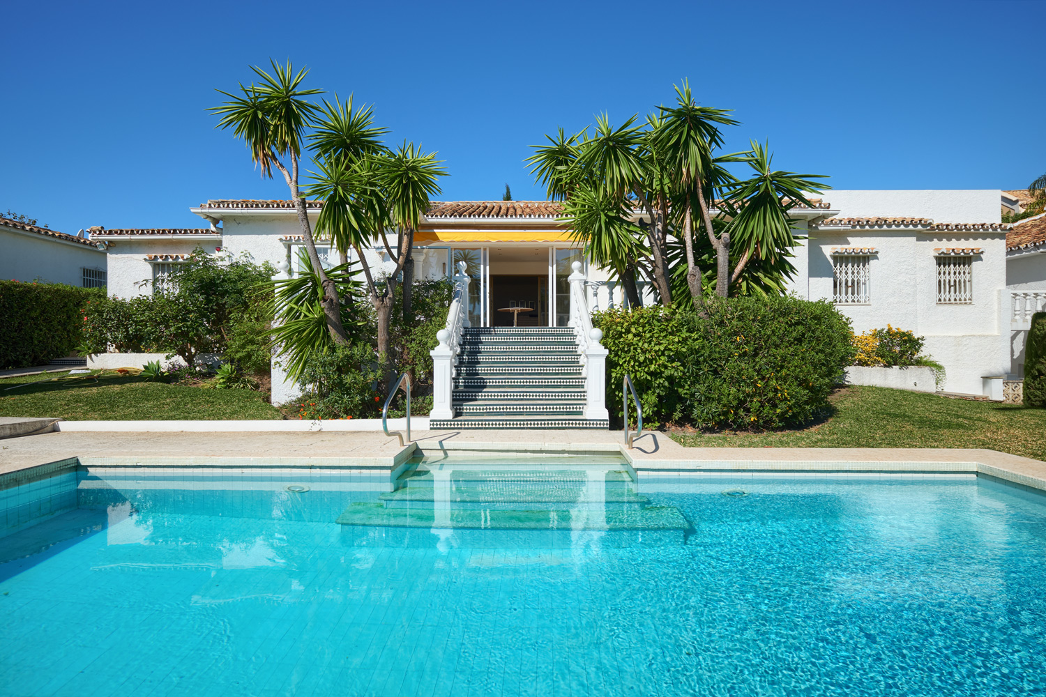 Villa to renovate in Estepona