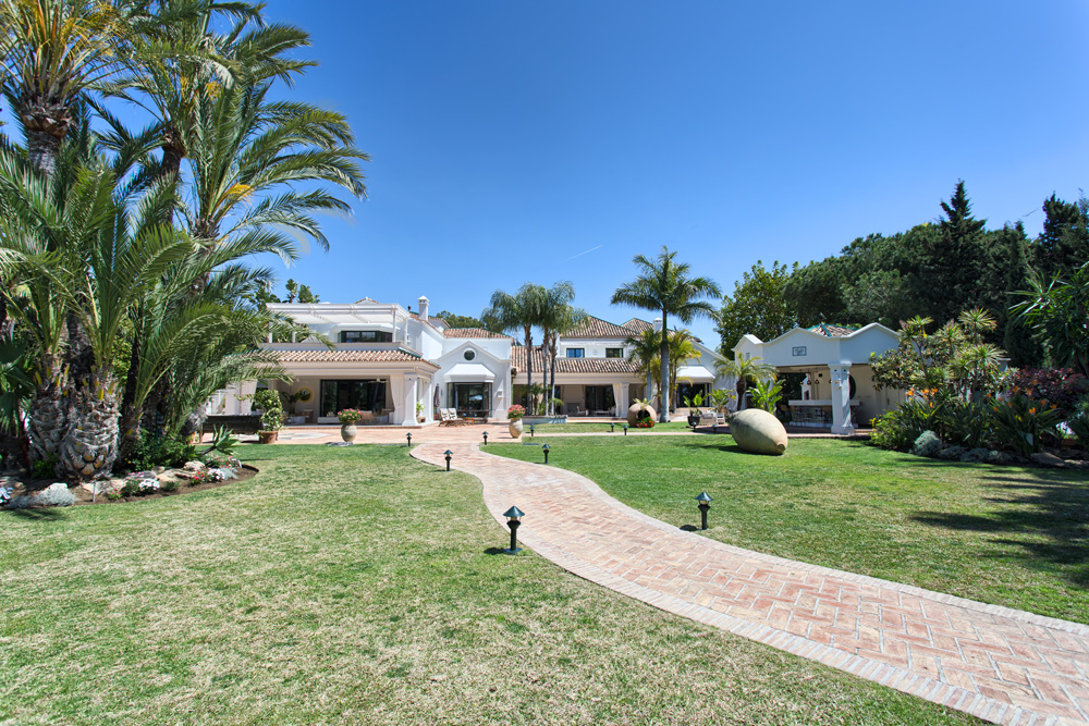 SPECTACULAR villa in Guadalmina