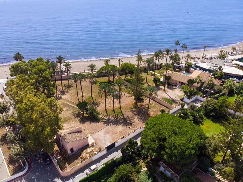 Large beachfront plot in San Pedro
