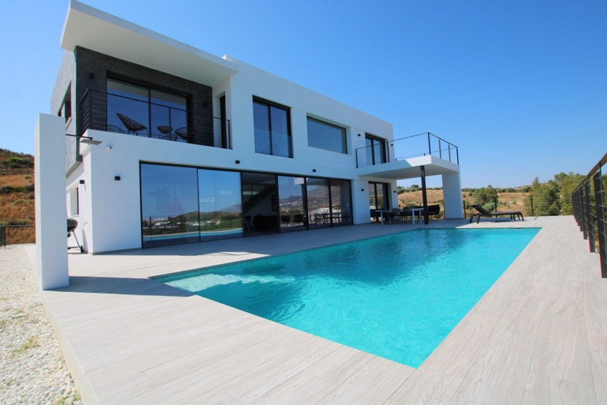 New modern villa in La Cala Golf